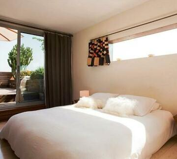 DestinationBCN Universitat Apartments