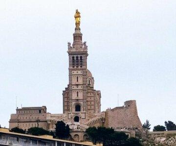 T2 Vue sur la Basilique de Notre-Dame de la Garde