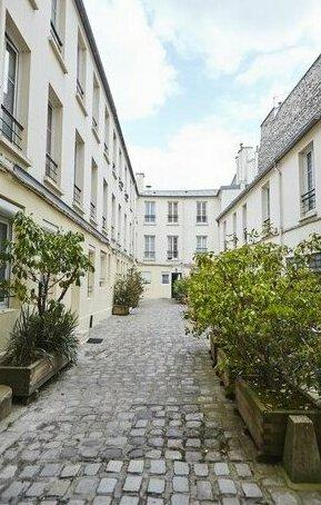 44 Rue Sedaine Sur Cour Paris Ile-De-France 75011 France