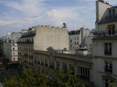 Appartement lumineux avec balcon au coeur de Paris