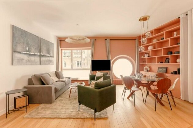 Chic Apt Across The Louvre by GuestReady