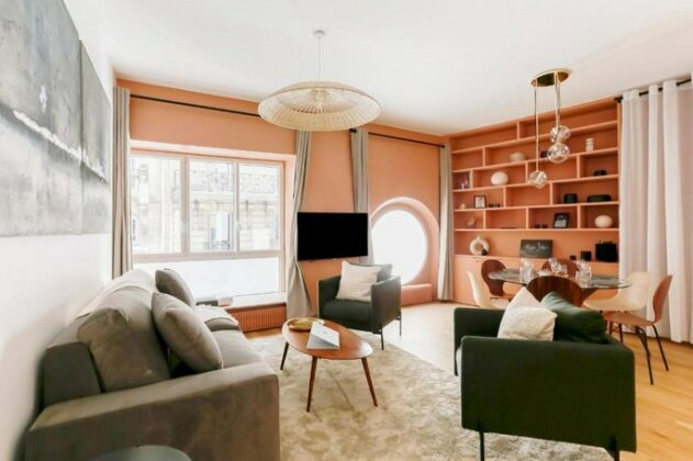 Chic Apt Across The Louvre by GuestReady- Photo2
