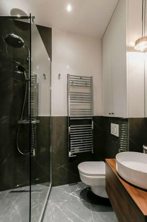 Chic Apt Across The Louvre by GuestReady- Photo3