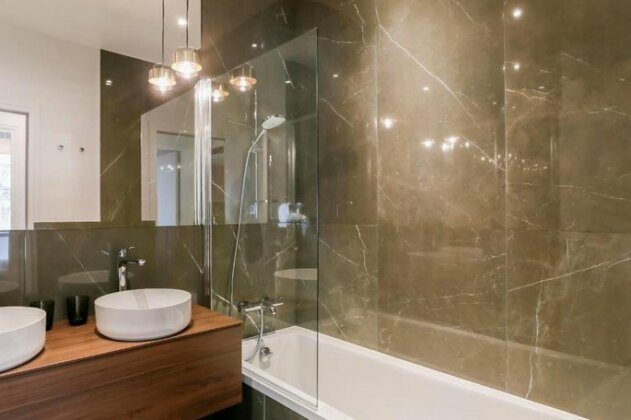 Chic Apt Across The Louvre by GuestReady- Photo4