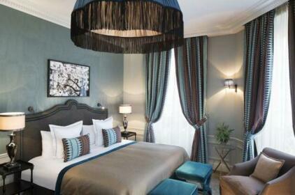 Le Saint Hotel Paris