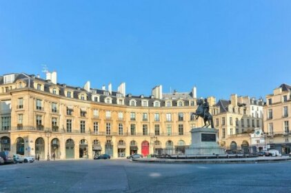 Luxury apartment on the Place des Victoires 357