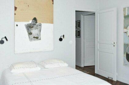 Spacieux appartement balcon Paris 7