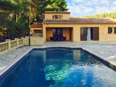 Well-appointed 3-bedroom House Featuring a Swimming Pool and Terrace in the Luberon
