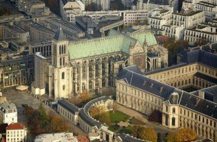 Chic apart in Paris