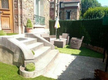 Maison de ville avec jardin a 3' RER et 15' Paris