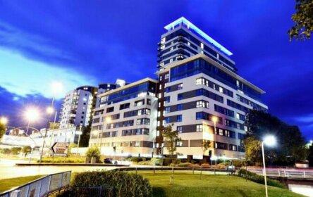 Skyline Plaza Luxury Downtown Apartments