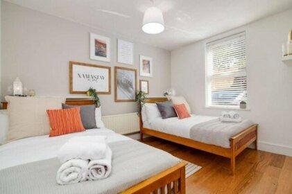 Moda Stays - Warstone Parade Apartments
