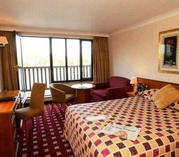 The Reading Lake Hotel