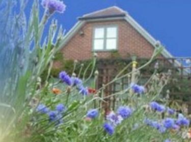 Wisteria Cottage Garden Loft