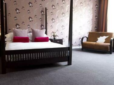 Cinnabar Hotel