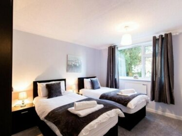 2-Bedroom Apartment Woodgrange Court Hoddesdon