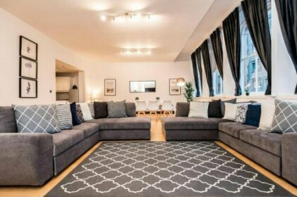Beautiful Grand Apartment Close to City Centre
