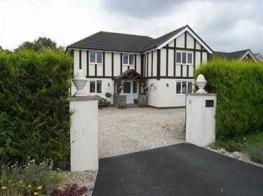 Tudor Lodge Llandybie