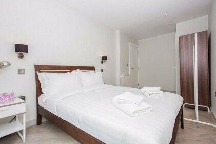 1 Bed Flat 2 Minutes From Station