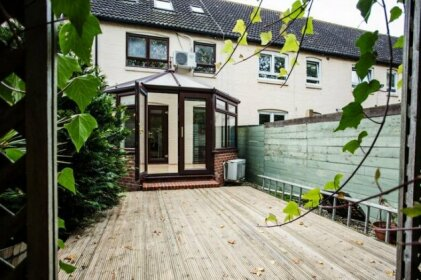 3 Bedroom House With Terrace Near Canada Water Underground Station