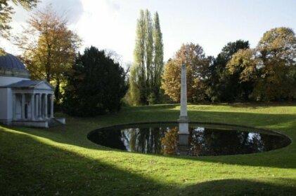 8 Ravenscourt Gardens