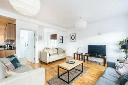 Bright and Spacious Penthouse - Super location 2 bed/2bath
