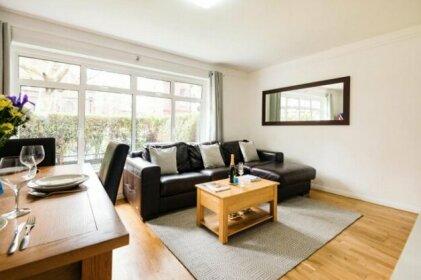 Bright and Spacious Philbeach Garden Apartment