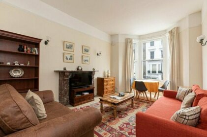 Charming 1 bed flat in West Brompton sleeps 4