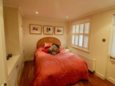 Elegant 2 Bedroom Flat Earl's Court