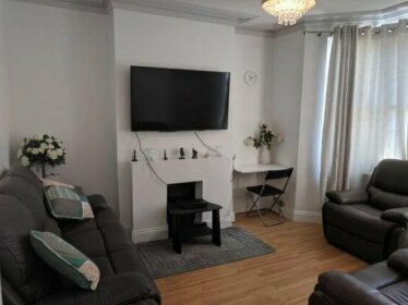Fully equipped 1 bed flat in Croydon