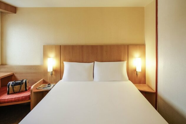 Ibis London Heathrow Airport - Photo4