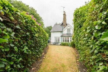 NEW Cosy 2 Bedroom Detached House West Finchley