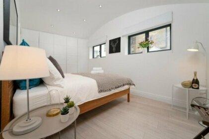 New Luxury 3 Bedroom/4 Beds/2 5 Bath Covent Gard