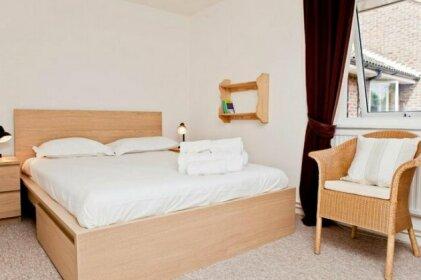 Warm East London Apartment - Sleeps 4