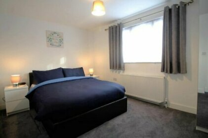 Exquisite 3 Bed apartment Near Heathrow