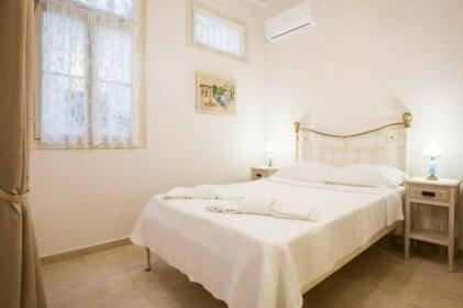 Neoclassical apartment for 2 people in Piraeus