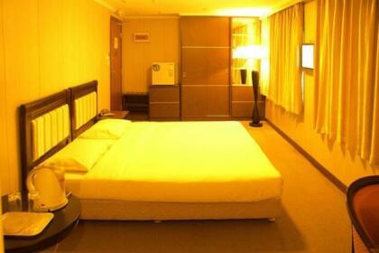 Queens Hotel Sai Wan