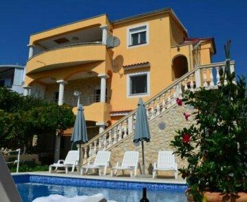 Apartments Villa RA