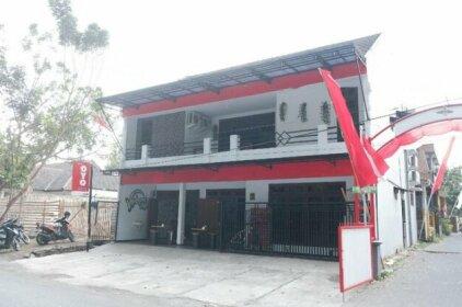 OYO 1380 Velodrome Family House
