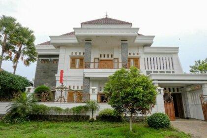 OYO 2295 Daffi Family Residence