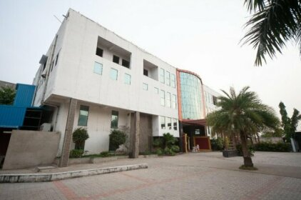 OYO 36737 Aqua Green Resort