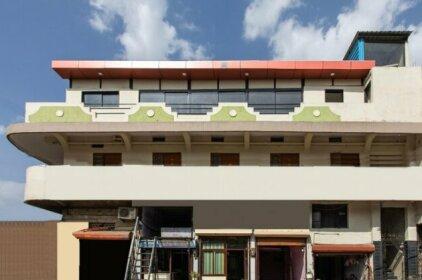 OYO 27860 Hotel Apple Tree
