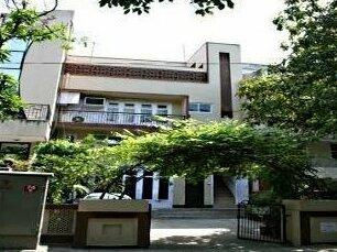 Dawar Villa - Home Stay Service Apartments