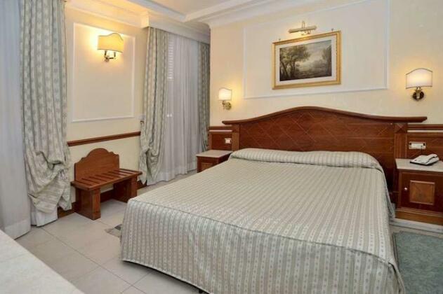 Hotel Hiberia- Photo5