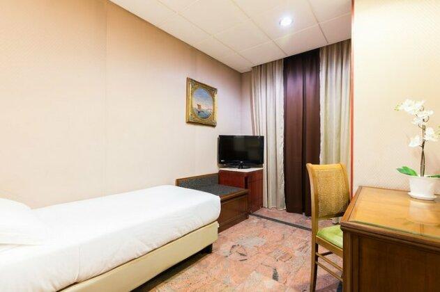 Hotel Madison Rome- Photo5