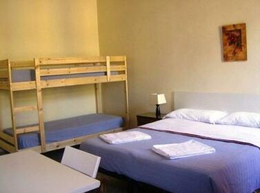 Mia Lodge B&B Hostel