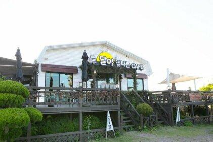 Jeju Moonlight village Pension