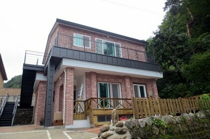 Yangyang Osaek Mt pension
