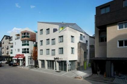 YeNe House