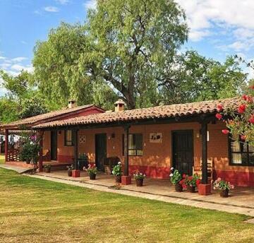 Villa Patzcuaro Garden Hotel & RV Park